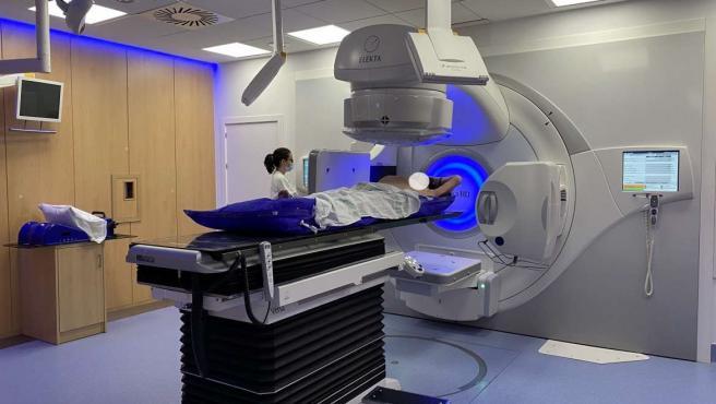 Equipo de radioterapia de alta precisión del Hospital Universitario de Badajoz.