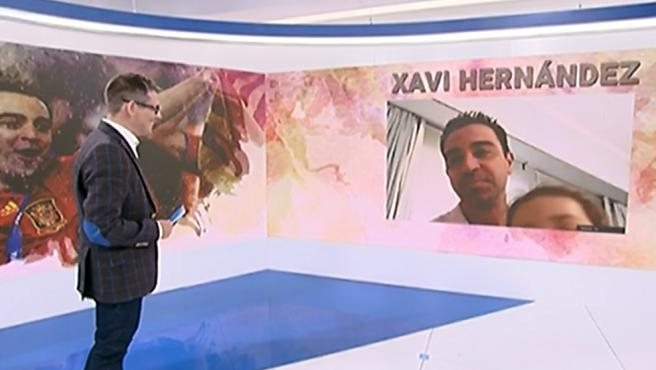 La hija de Xavi se cuela en una entrevista en directo.