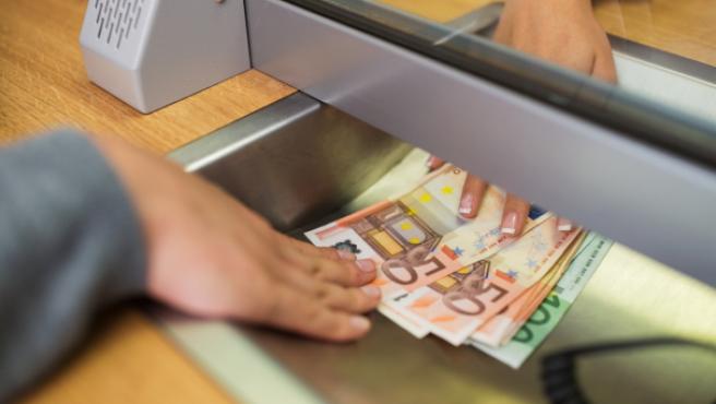 El acceso al dinero de la cuenta bancaria de un fallecido depende de varios factores.