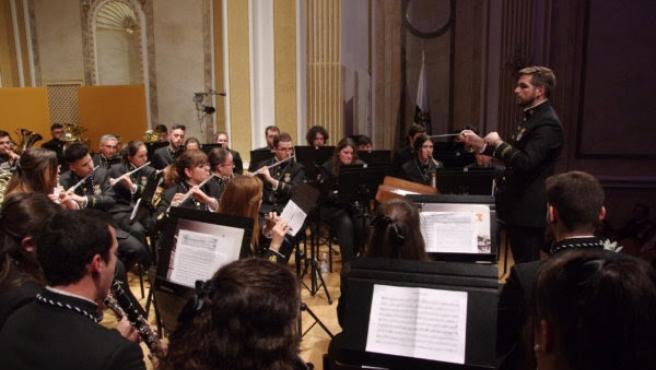 Banda de Nuestra Señora de la Soledad de la Congregación de Mena realiza un concierto homenaje a las víctimas del COVID