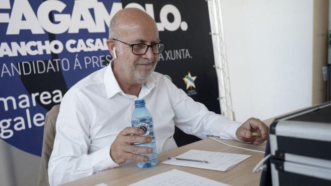 El candidato de Marea Galeguista a la Presidencia de la Xunta, Pancho Casal, durante una videoconferencia en campaña