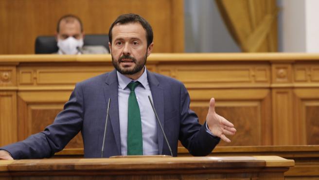 El consejero de Desarrollo Sostenible de C-LM, José Luis Escudero, en el pleno de las Cortes