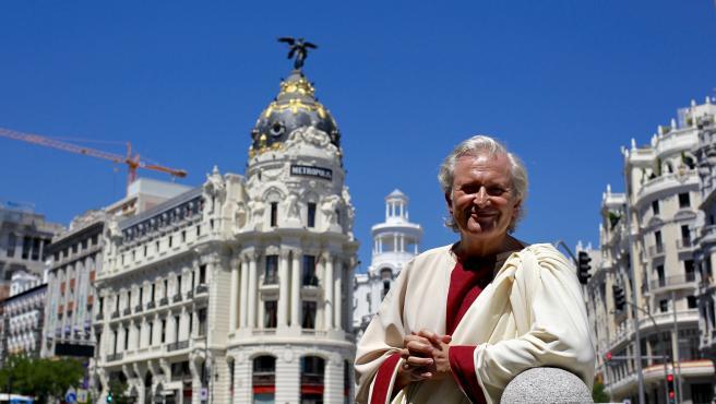 Emilio del Río, vestido de romano en el centro de Madrid.