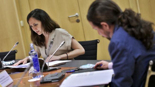 Ione Belarra y Pablo Iglesias, durante la reunión.