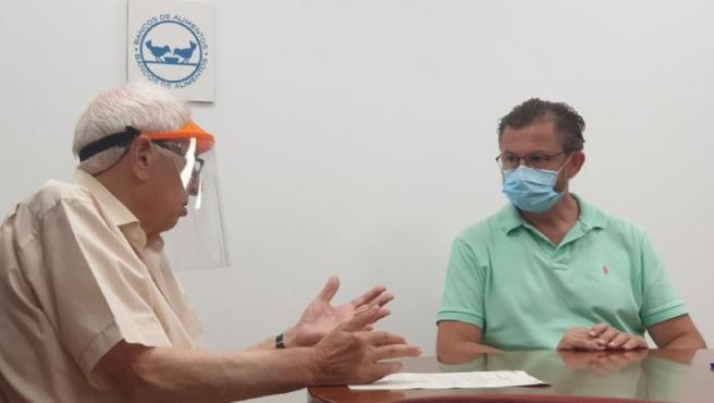 Carlos Eslava y David Dorado, tras al firma del acuerdo.