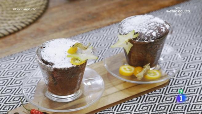 Soufflé de chocolate cocinado en el programa de 'Cocina al punto con Peña y Tamara'.