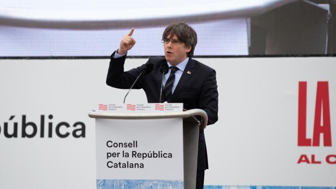 El expresidente de la Generalitat de Cataluña Carles Puigdemont interviene en el acto del Consell de la República en Perpiñán (Francia) a 29 de febrero de 2020.