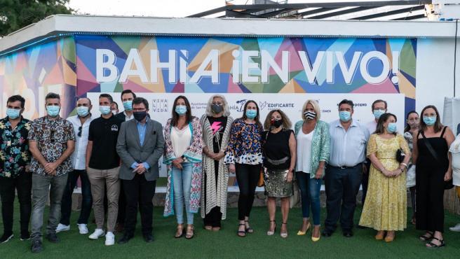 El gerente de Bahía Sur, Ernesto Pardo, la alcaldesa de San Fernando, Patricia Cavada, y los productores del evento, Edificarte Eventos, Producciones Daex y The Music Republic, han inaugurado la segunda edición de 'Bahía ¡En Vivo!'.