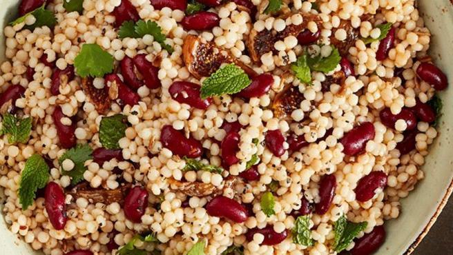 Las ensaladas con legumbres son una buena y nutritiva opción de verano.