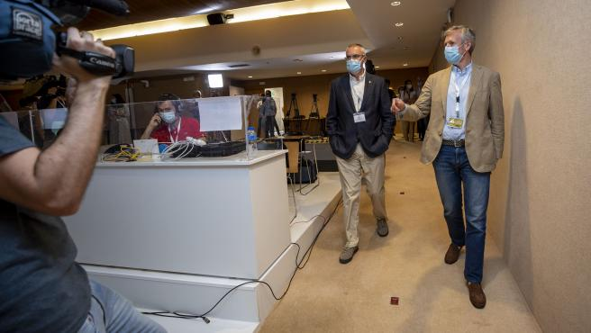 O vicepresidente da Xunta, Alfonso Rueda, e o director xeral de Emerxencias e Interior, Santiago Villlanueva, fan unha visita ao Centro de Prensa das Eleccións ao Parlamento de Galicia 2020.