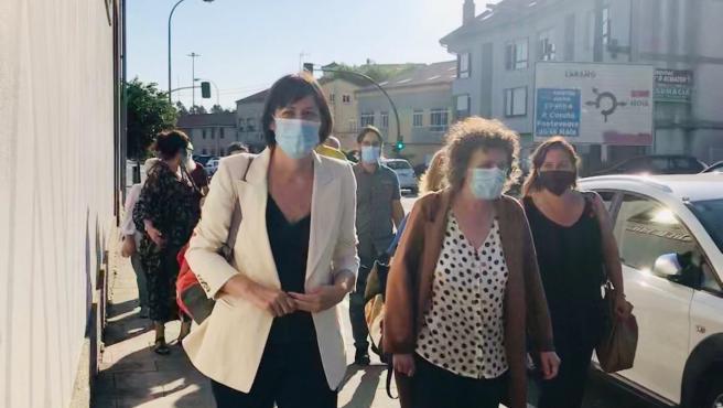 Ana Pontón, candidata del BNG a la Presidencia de la Xunta, y Goretti Sanmartín, directora de campaña, a su llegada a la Nave de Vidán en Santiago de Compostela, la noche electoral del 12 de julio.