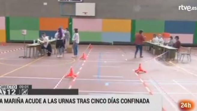 Imagen de un colegio electoral en Burela en el inicio de la jornada electoral.