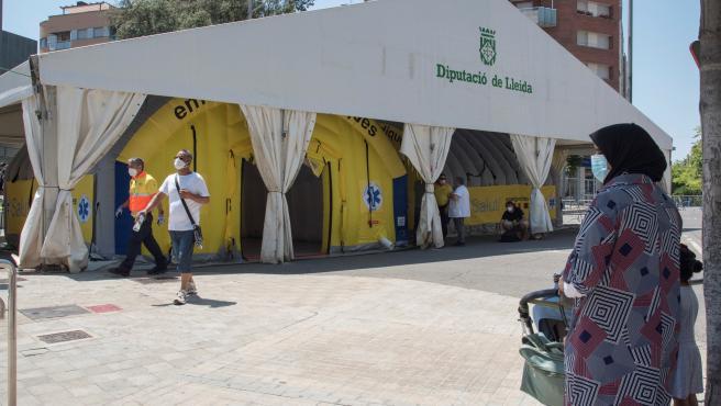 Albergues y pabellones deportivos para temporeros y tratar de evitar la propagación del rebrote de coronavirus en la localidad de Torres de Segre en Lleida.