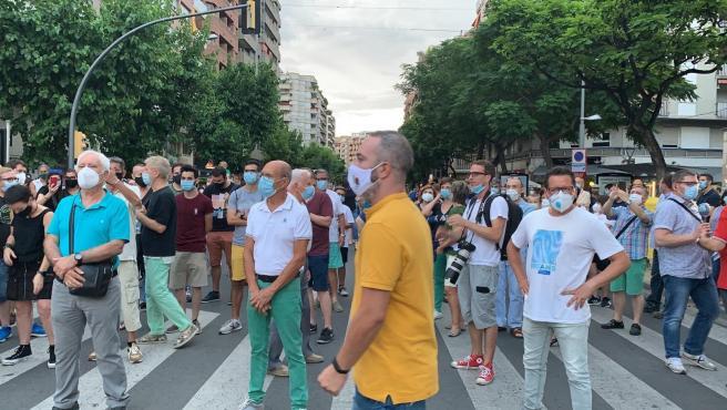 Manifestantes protestan en Lleida contra el confinamiento decretado por el Gobierno catalán por los rebrotes de coronavirus.