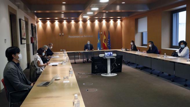 Oviedo. 9-7-2020. El presidente del Principado de Asturias, Adrián Barbón, preside la reunión del Consejo de Gobierno. Foto: Armando Álvarez