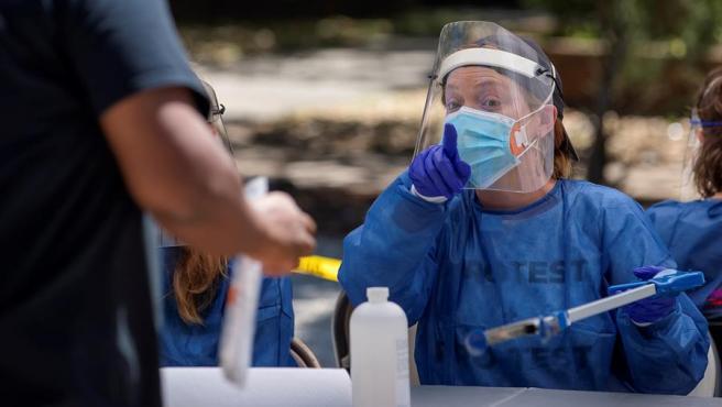 Personal médico en un centro de test de COVID-19 en Atlanta, Georgia (EE UU).