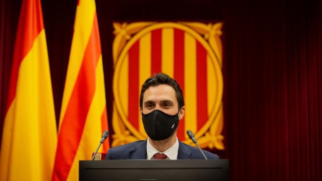 El presidente del Parlament, Roger Torrent, durante una sesión plenaria, en el Parlamento catalán, en la que se debate la gestión de la crisis sanitaria del COVID-19 y la reconstrucción de Cataluña ante el impacto de la pandemia, en Barcelona, Catalunya (