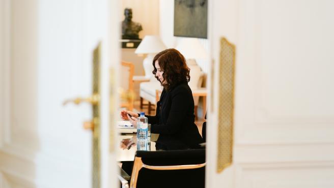 La presidenta de la Comunidad de Madrid, Isabel Díaz Ayuso, participa en la reunión de Pedro Sánchez con los presidentes autonómicos, en Madrid (España) a 26 de abril de 2020.