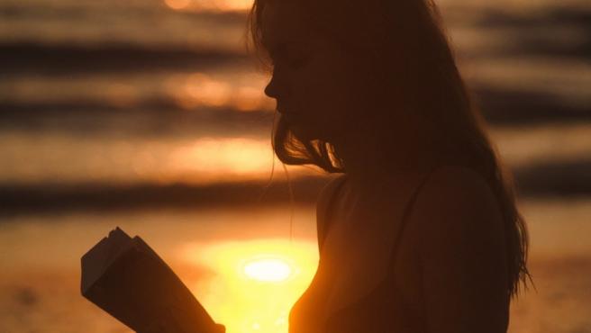 El verano es un momento perfecto para abandonarse a los mejores libros.