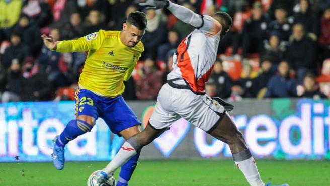 Nano Mesa, jugador del Cádiz, durante un partido contra el Rayo.
