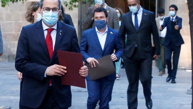 Quim Torra, acompañado del vicepresidente Pere Aragonés (c), y el resro de consellers.
