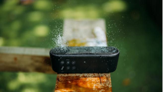 Los altavoces bluetooth son un accesorio imprescindible para el verano.
