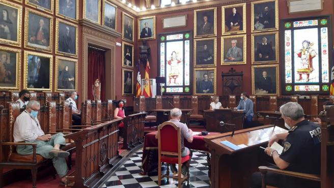 El alcalde de Palma, José Hila, y la delegada del Gobierno en Baleares, Aina Calvo, participan en la Junta Local de Seguridad Ciudadana.