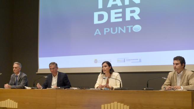 La alcaldesa y concejal de Fomento en la Sectorial de Vivienda y Construcción