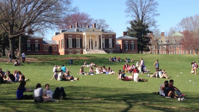 Estudiantes en el campus de la Universidad John Hopkins, en Maryland (EE UU), en una imagen de archivo.