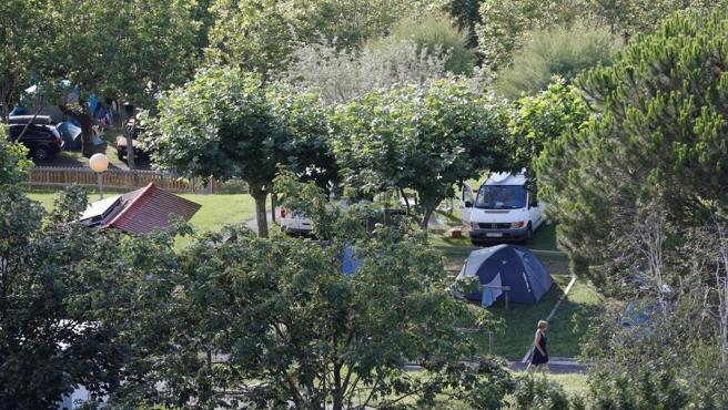 Vista del camping Talai Mendi de Zarautz, cerrado tras detectarse dos positivos de Covid-19.