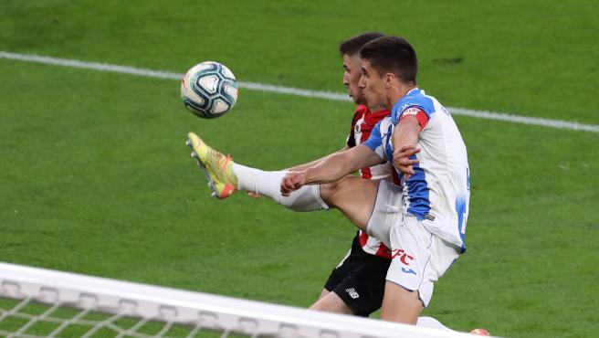 Bustinza e Iker pugnan por un balón en el Athletic - Leganés