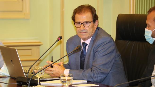 El rector de la UIB, Llorenç Huguet, durante la Comisión de Educación del Parlament