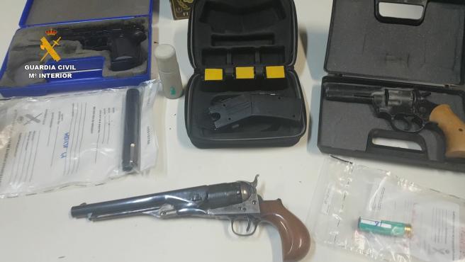 Material incautado por la Guardia Civil durante los registros en Tarragona Material incautado por la Guardia Civil durante unos registros en Tarragona 16/7/2020