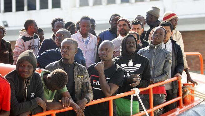 Migrantes rescatados por Salvamento Marítimo en una imagen de archivo.