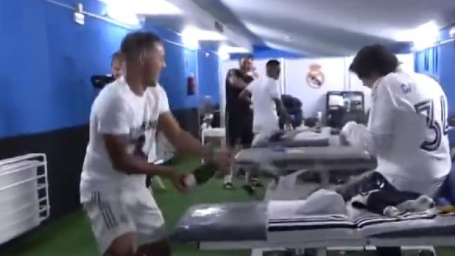 La celebración del Real Madrid en el vestuario.