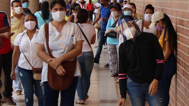 La pandemia sigue desbordada en Colombia, con 8.037 contagios y 215 muertos  en un día