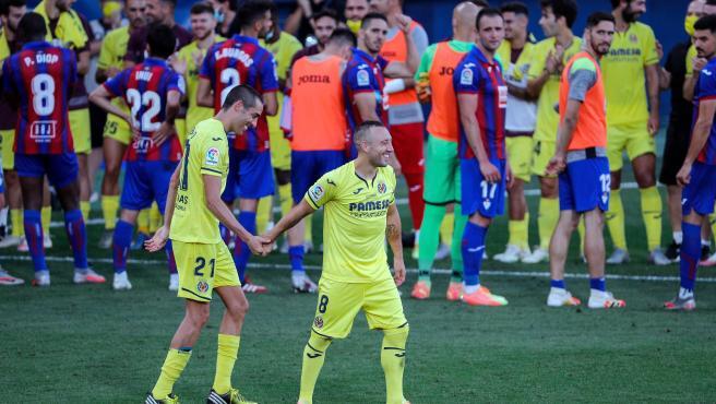 Bruno y Cazorla durante su último partido con el Villarreal