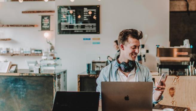 Un emprendedor tecnológico solo necesita un portátil y conexión a internet.