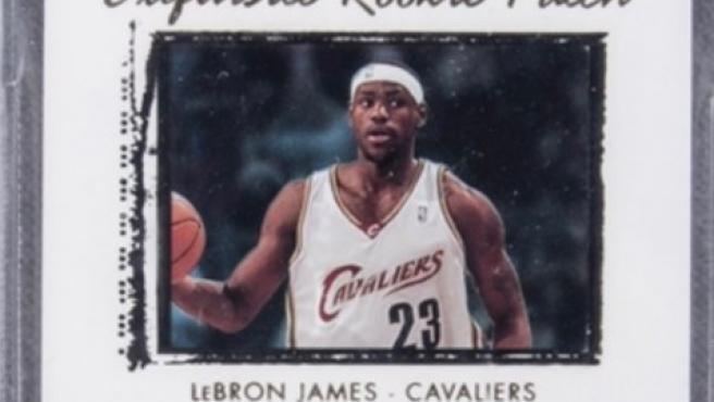 Cromo de LeBron James vendido por 1.8 millones de dólares.