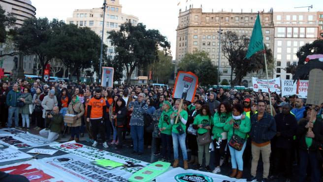 Manifestación contra los alquileres abusivos en la plaza de Catalunya de Barcelona, convocada por el Sindicat de Llogaters en el 2019.