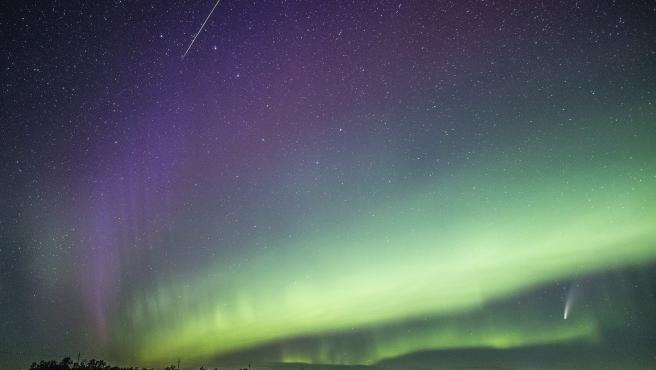Foto en la que se ven al mismo tiempo cuatro fenómenos celestiales.