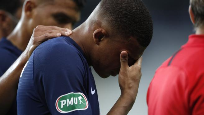 La estrella del PSG dejó el campo entre lágrimas.
