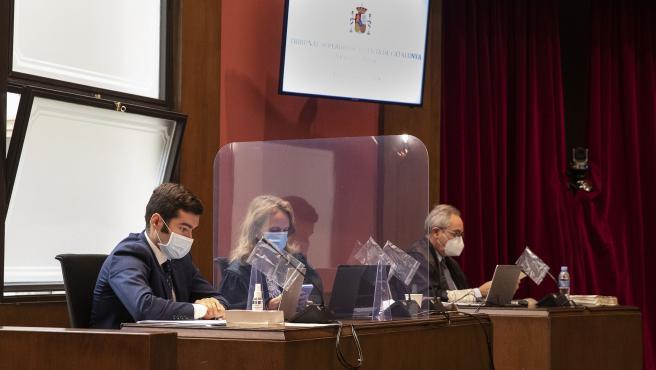 Las acusaciones en el juicio en el Tribunal Superior de Justicia de Catalunya (TSJC) contra exmiembros de la Mesa del Parlament.