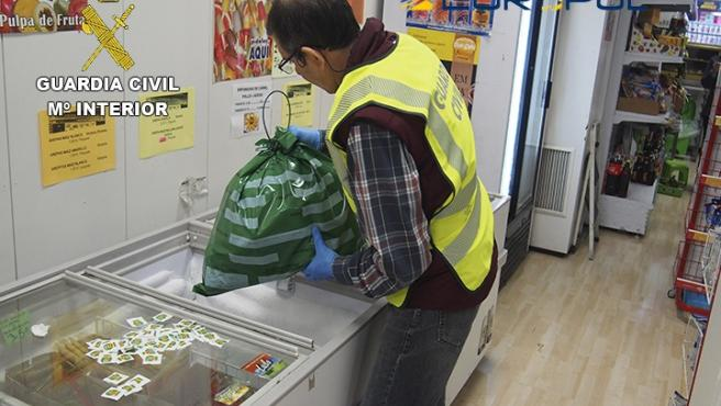 La Guardia Civil detiene e investiga a 59 personas por fraude alimentario.