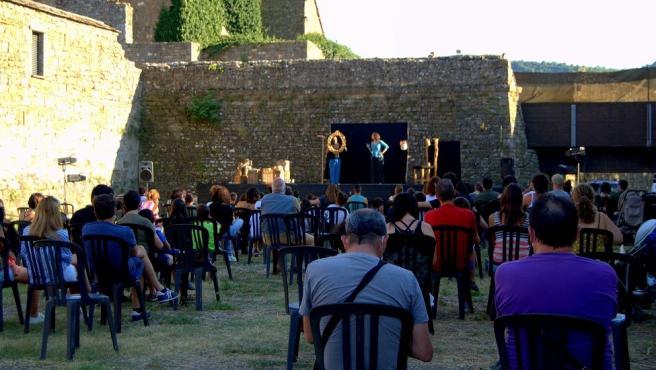 Foto de la actuación de este sábado 'Cuántos cuentos' en el Festival Castillo de Aínsa.