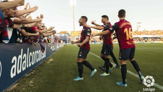 Los jugadores del Extremadura celebran un gol.