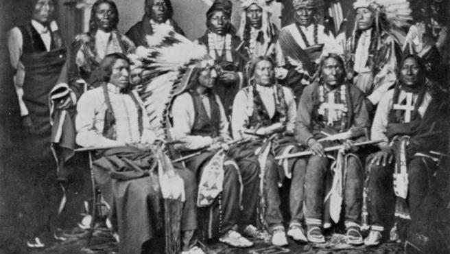 Foto de indios sioux tomada en 1877.