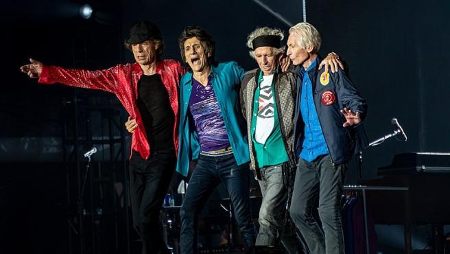 Mick Jagger, Ronnie Wood, Keith Richards, Charlie Watts arco post-show el 22 de mayo de 2018 en Londres.. Foto Raph_PH Wikimedia Commons