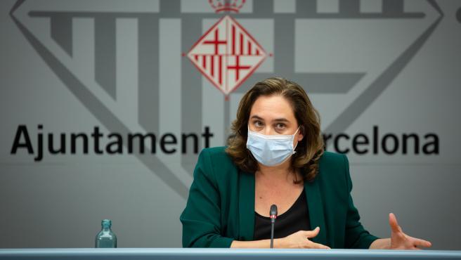 La alcaldesa Ada Colau ofrece una rueda de prensa para informar sobre la situación del coronavirus en Barcelona, en el Ayuntamiento de la capital, Cataluña (España), a 13 de julio de 2020. Archivo.