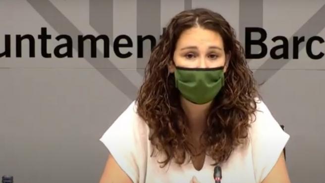La teniente de alcalde de Derechos Sociales de Barcelona, Laura Pérez, en una rueda de prensa de balance de los Servicios Sociales municipales durante la pandemia de la Covid-19.